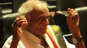 Kuchipudi Yakshagana Legend Chinta Sitaramanjaneyulu at a concert